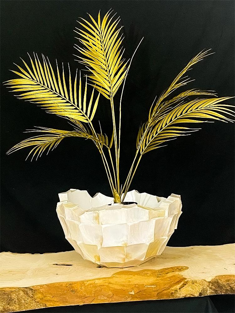 Witte pot goud gras