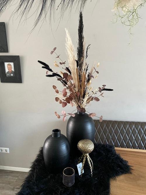 Droogbloemen zwarte vazen